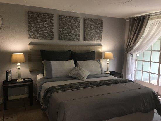 Sabie, جنوب أفريقيا: Bedroom with Queen Size Bed, Apartment D