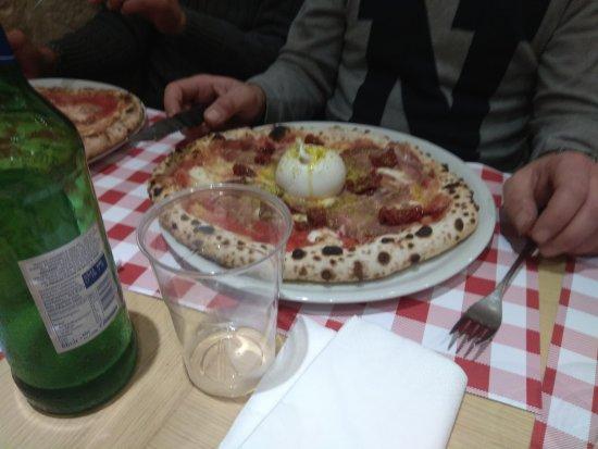 Pizza 4 photo de pizzeria antoine bari tripadvisor for Pizza antoine salon