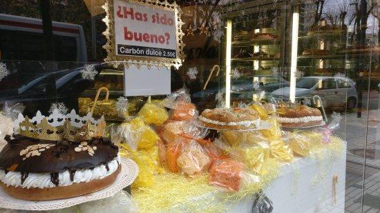 Puertollano, إسبانيا: Roscones riquísimos y variados
