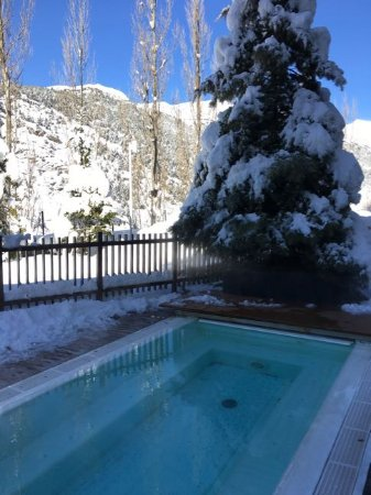 Park Piolets MountainHotel & Spa : Outdoor hot tub / whirlpool