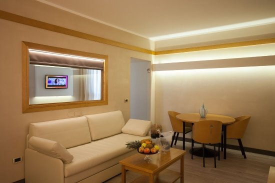 Ai Pini Park Hotel: Suite salottino