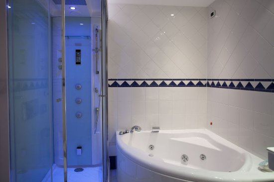 Ai Pini Park Hotel: Bagno suite