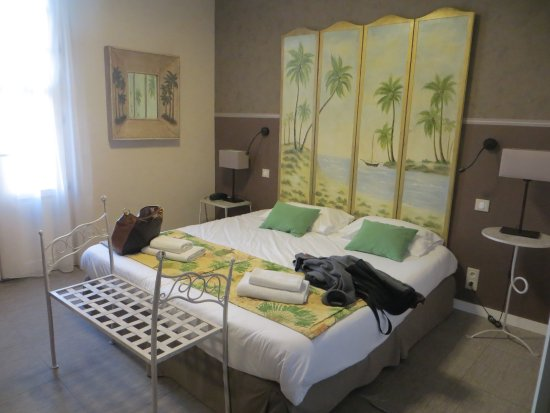 Hotel Palym: chambre n° 20. SDB à droite