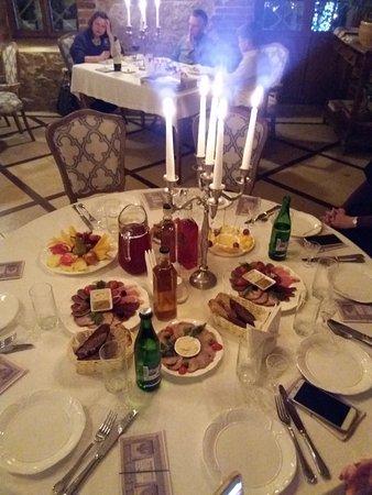 Restaurant Balmont: накрытый к ужину стол