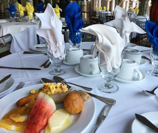 Cardiff Hotel & Spa : The free breakfast is well worth rising to enjoy. Lots of fruits, veggies and meats.