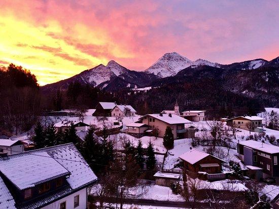 Oberaichwald, Austria: Morgendämmerung über dem Mittagskogel