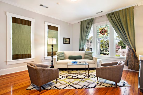 Monroe, GA: Suite 1 Sitting Room