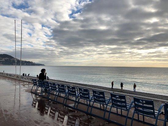 Sedie Blu Nizza : Sedie messe a disposizione dalla città foto di promenade des