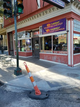 VooDoo BBQ & Grill New Orleans: Outside view of restaurant.