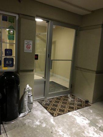 บลูแอช, โอไฮโอ: Is this really the main entrance?