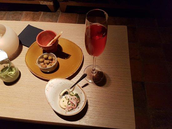 Beernem, Belgia: hapjes en aperitief in de lounge