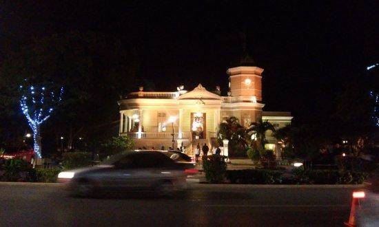 Paseo de Montejo: Avenida noche