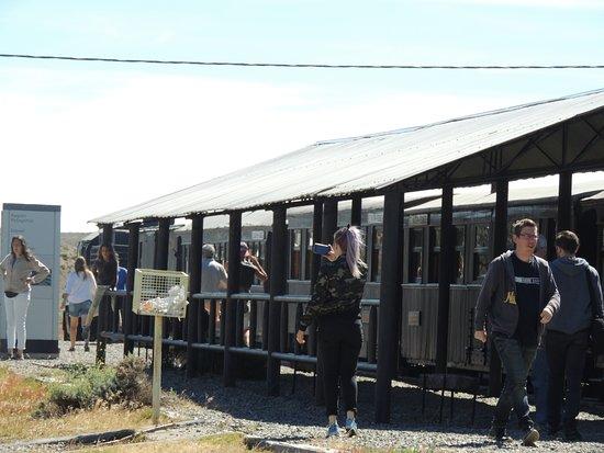 Esquel, Argentyna: La Trochita en la estación Nahuel Pan
