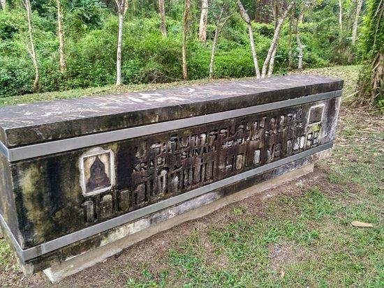 Krabi Tsunami Memorial Sculpture (Hold me close)