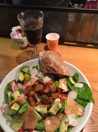 Landwer Cafe: The Salad with Salmon