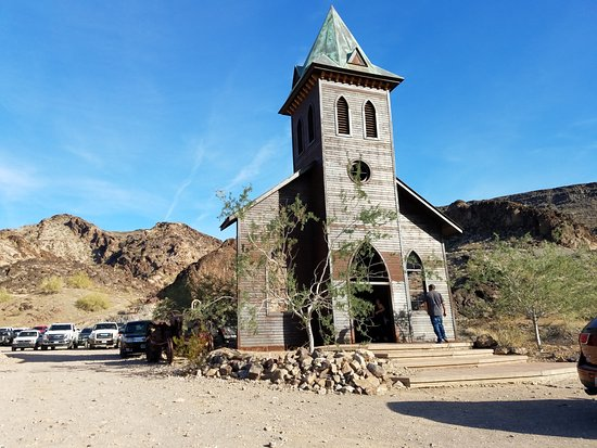 Desert Bar and Nellie E Saloon: Church has only a steeple, no room, no services, maybe a wedding.