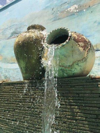 Iguatu, CE: fonte decorativa piscina