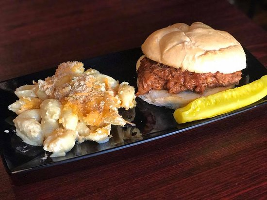 Circleville, OH: One of our Featured Dishes in October- Pulled Pork Sandwiches and Mac N Cheese!