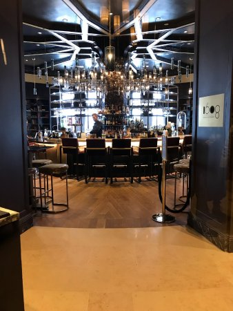 Fairmont Le Chateau Frontenac: The ultimate bar overlooking the Terasse Dufferin
