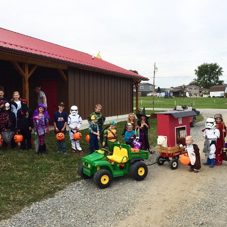 Coshocton, OH: Trick or Treat 2017