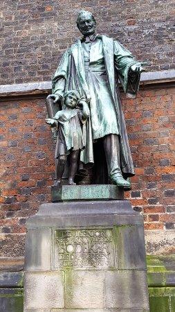 Boedecker statue