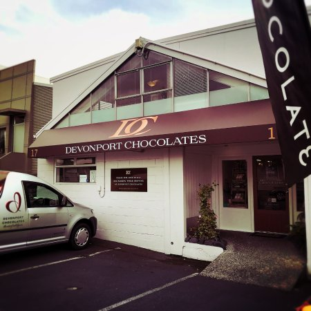 Devonport, نيوزيلندا: She may be tiny but our little chocolate kitchen and shop is 'choc' full of decadent treats