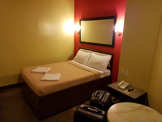 Express Inn - Mactan Hotel: bed