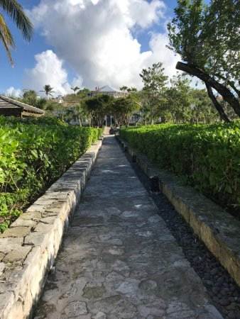 Parrot Cay: walk from beach to rooms
