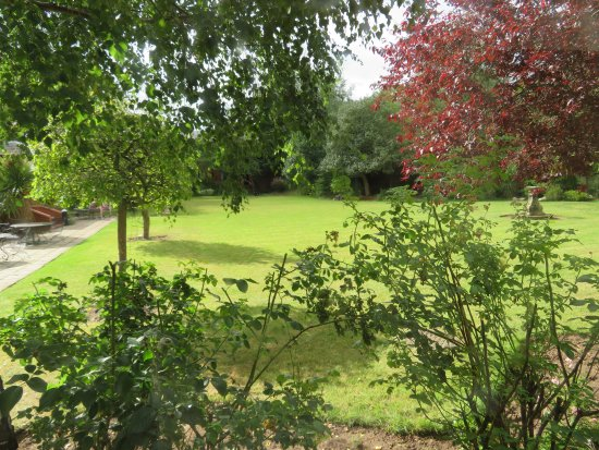 The Spa at Brook Mollington Banastre Hotel: Garden