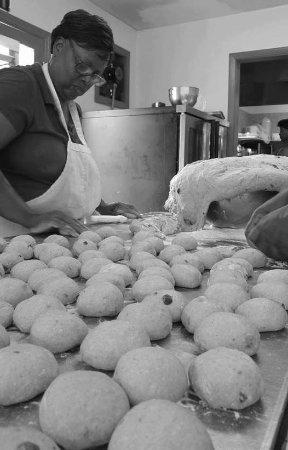 Treasure Cay, Great Abaco Island: THE BAKER WITH THE MAGIC TOUCH......MISS TERRY