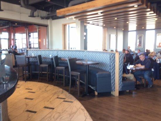 Lenexa, KS: Interior from Bar area to main dining area