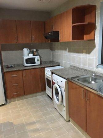 Xclusive Hotel Apartments: Cocina