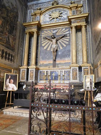 Albi, France : Picture of Pope, with statue of Jesus on the Cross behind him