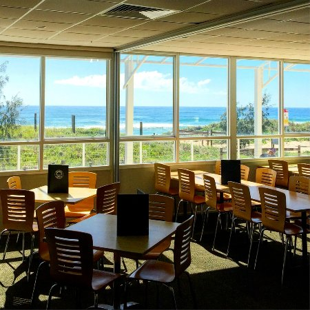 Marcoola, Australië: Open daily for Lunch & Dinner.  Open from 10am for coffee & toasted sandwiches