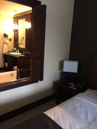 Nita Lake Lodge: Shutters between bedroom and bathroom.