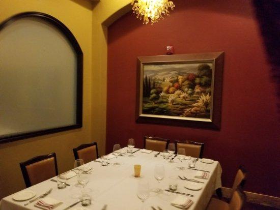 Ferraro 39 s italian restaurant for Ambiance cuisine nice