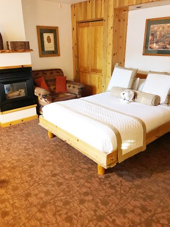 Tahoe Vista, CA: Studio with fireplace and murphy bed