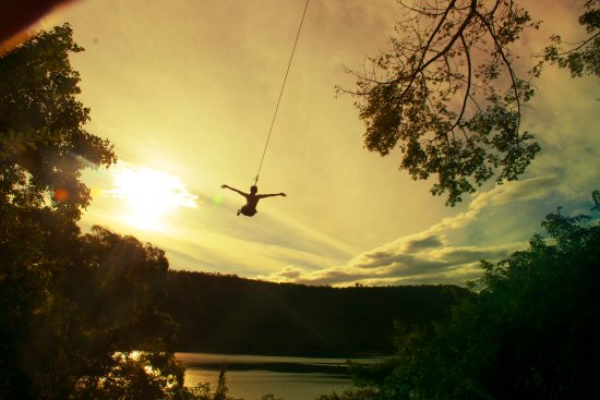 Origin Adventure Park: Tarzan Swing with great views of the lagoon and volcano.