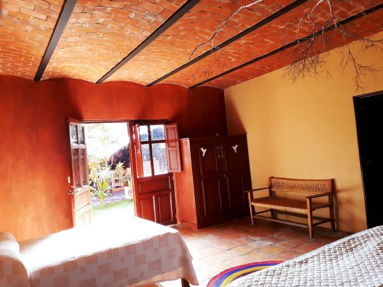 Mascota, Mexico: Amplia habitacion con una cama king size y una matrimonial