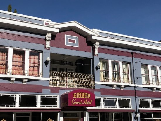 Bisbee Grand Hotel: Outside the hotel