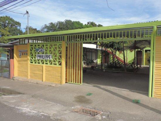 Orotina, Kostaryka: entrée parking privé