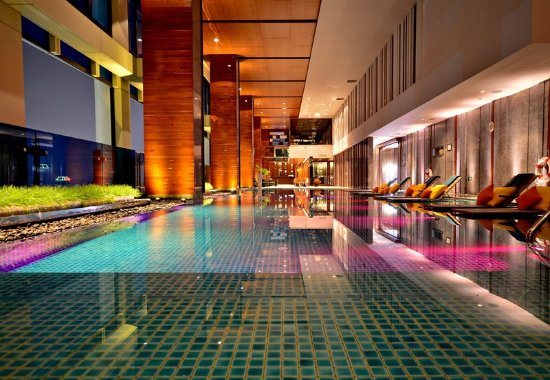Renaissance Bangkok Ratchaprasong Hotel: Relaxing swimming pool at Renaissance Bangkok Hotel