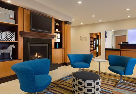 Fairfield Inn & Suites Bismarck North: Lobby