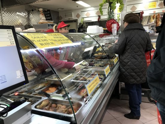 Harwood Heights, إلينوي: customers making selections at the deli