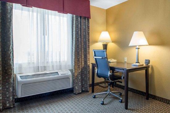 Comfort Suites Wisconsin Dells Area: Guest room