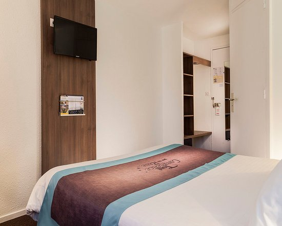 Comfort hotel lille mons en baroeul mons en baroeul for Media room guest bedroom