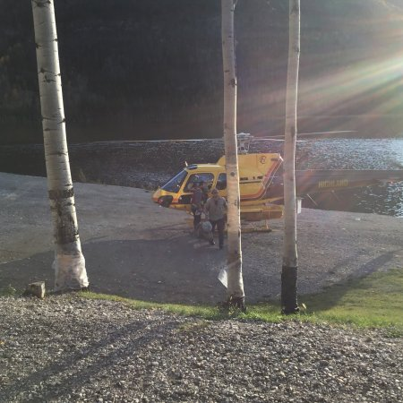 Toad River, Kanada: Our stay was good, got to see the helicopter come and go right in front of our door. Clean, frie