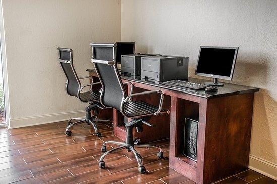 Comfort Inn Huntsville: Business center