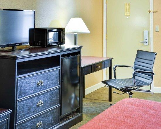 Quality Inn & Suites: Suite