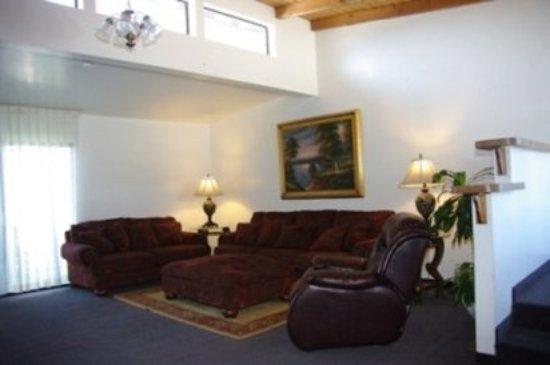 Discovery Inn Ukiah, CA : Suite